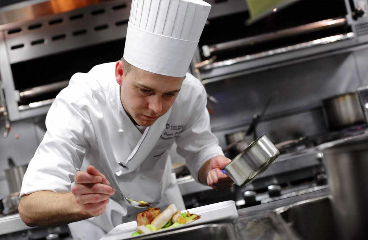Cercasi cuoco equipaggio per info contattare l'Associazione