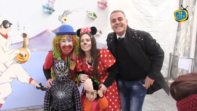 Grande successo a via Roma per il Carnevale dei marittimi