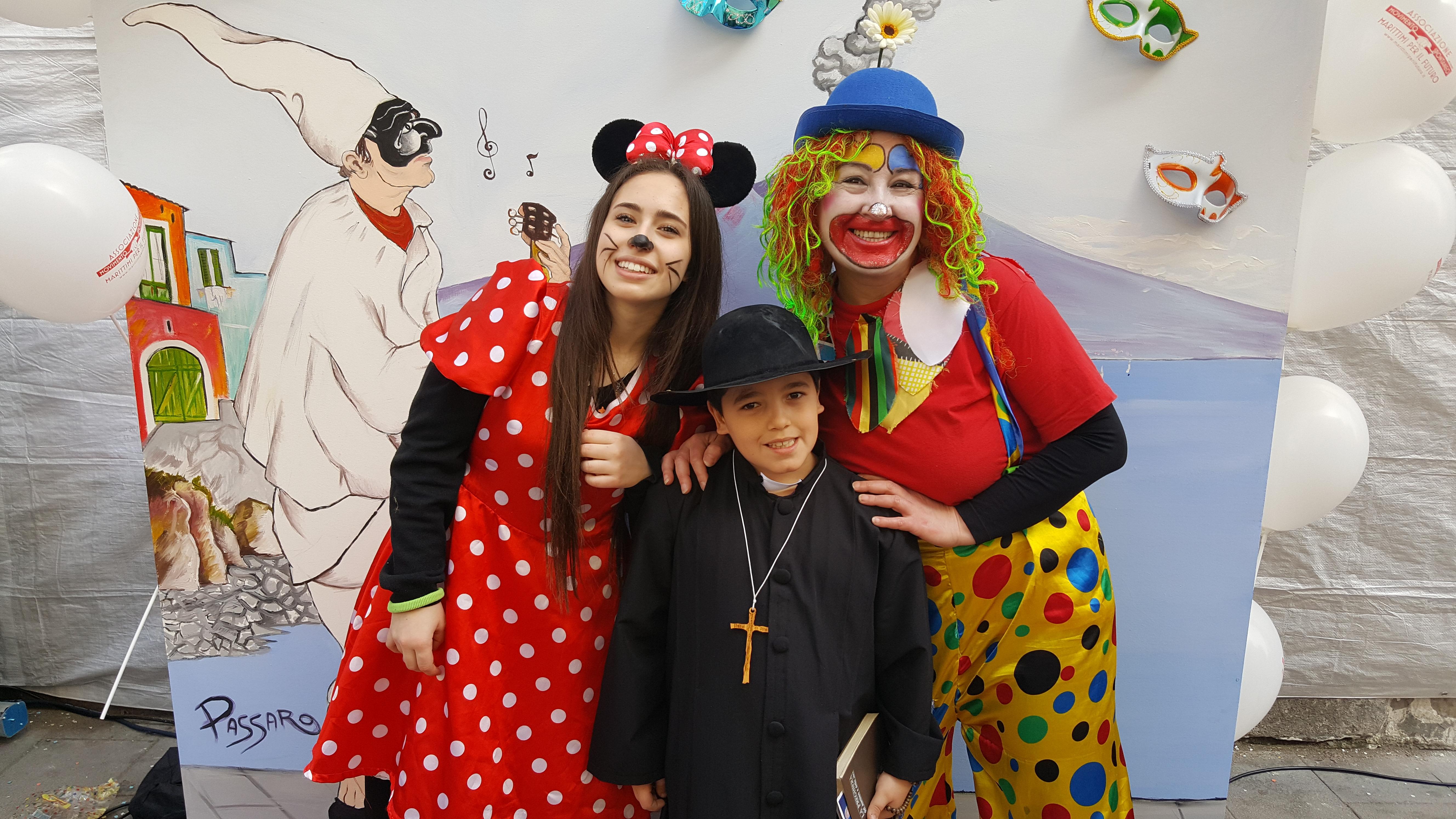 Grande successo a via Roma per il Carnevale dei Marittimi (Le foto)